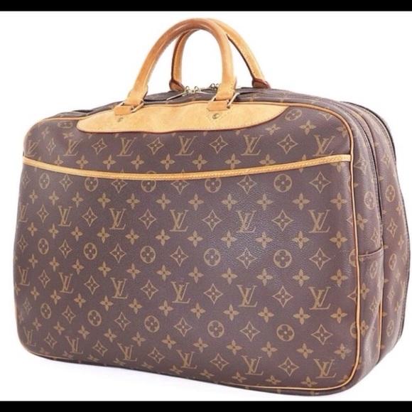 0057706da92a Louis Vuitton Handbags - Authentic Louis Vuitton Alize 2 Pouch Travel Bag